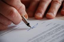 L'admission d'une créance au passif d'un débiteur placé en redressement judiciaire a autorité de chose jugée relativement à la date de naissance de cette créance